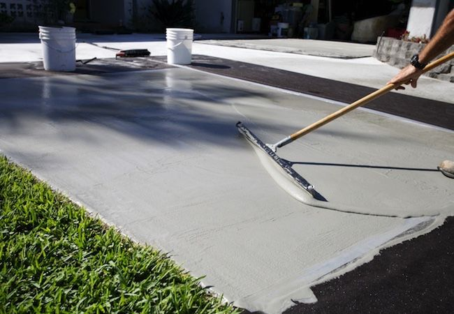 CLEANING A CONCRETE DRIVEWAY