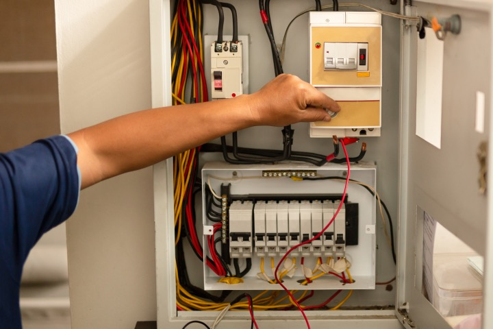 Why You should Buy Suitable Electrical Panels and Switches